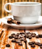 Ο παρασκευασμένος καφές καυτός αντιπροσωπεύει Decaf φρέσκο και Espresso στοκ εικόνα με δικαίωμα ελεύθερης χρήσης