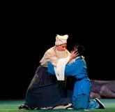 Ο πατέρας και ο γιος αγκαλιάζουν το περίπτερο αερακιού φωνάζω-Jiangxi operaï ¼ š Στοκ Εικόνα