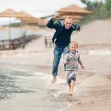 Ο πατέρας μου ακριβώς όπως ένα παιδί Στοκ φωτογραφία με δικαίωμα ελεύθερης χρήσης