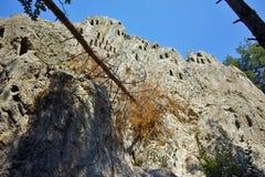Ο παλαιός αετός αδύτων Thracian λικνίζει κοντά στην πόλη Ardino, περιοχή Kardzhali Στοκ Εικόνα