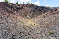 Ο παλαιός κρατήρας ηφαιστείων Etna τοποθετεί στη Σικελία Στοκ Εικόνα