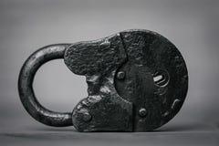 Ο παλαιός κλειστός Μαύρος λουκέτων Στοκ εικόνα με δικαίωμα ελεύθερης χρήσης