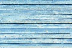 Ο παλαιός ξύλινος τοίχος που χρωματίστηκε εξασθένισε το μπλε χρώμα Στοκ Φωτογραφίες