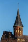 Ο παλαιός πύργος ρολογιών στον καθεδρικό ναό Konigsberg σε Kaliningrad Στοκ Εικόνες