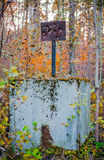 Ο παλαιός σπασμένος στόχος στο ξύλο Στοκ φωτογραφία με δικαίωμα ελεύθερης χρήσης