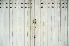 Ο παλαιός χάλυβας φωτογραφικών διαφανειών κλείδωσε την πόρτα παραθυρόφυλλων, υπόβαθρο σύστασης Στοκ φωτογραφίες με δικαίωμα ελεύθερης χρήσης