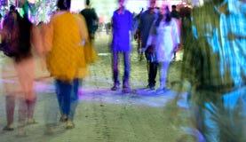 Ο πεζός περπατά στη ώρα κυκλοφοριακής αιχμής Στοκ φωτογραφίες με δικαίωμα ελεύθερης χρήσης