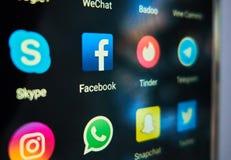 Ο περισσότερος κόσμος διέδωσε τα κοινωνικά μέσα apps Στοκ Φωτογραφίες