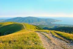 Ο πετρώδης δρόμος στα βουνά Καύκασου Στοκ Εικόνα