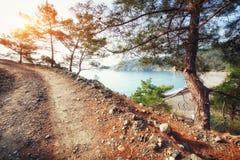 Ο πετρώδης δρόμος στα βουνά Στοκ Εικόνα