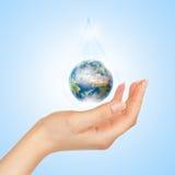 ο πλανήτης σώζει το σύμβολο Στοκ φωτογραφία με δικαίωμα ελεύθερης χρήσης