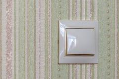 Ο πλαστικός ελαφρύς διακόπτης, ανοίγει ή κλείνει τα φω'τα στοκ εικόνα