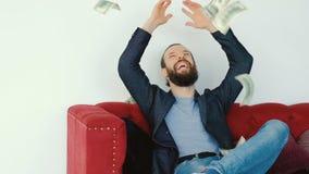Ο πλούσιος άνθρωπος πλούτου επιχειρησιακής επιτυχίας ρίχνει τον αέρα χρημάτων απόθεμα βίντεο