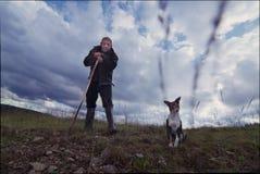 Ο ποιμένας και το σκυλί Στοκ φωτογραφίες με δικαίωμα ελεύθερης χρήσης