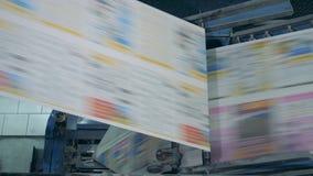 Ο πολυγραφικός μηχανισμός τυπώνει το διευκρινισμένο έγγραφο απόθεμα βίντεο