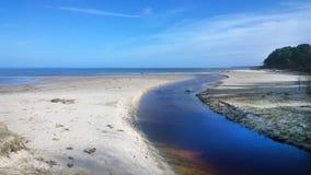Ο ποταμός και η θάλασσα Στοκ φωτογραφία με δικαίωμα ελεύθερης χρήσης
