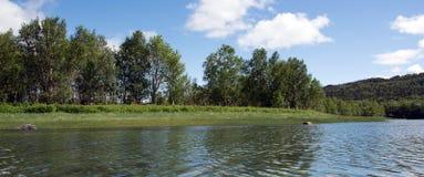 Ο ποταμός και ο ουρανός Στοκ Εικόνες