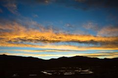 Ο ποταμός και τα σύννεφα στοκ φωτογραφία με δικαίωμα ελεύθερης χρήσης
