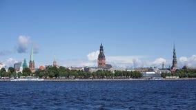 Ο ποταμός της Ρήγας Timelapse Daugava καλύπτει κάτω από την πόλη Λετονία απόθεμα βίντεο
