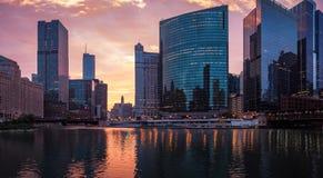 Ο ποταμός του Σικάγου Κεντρικός, Σικάγο, ΗΠΑ Εικονική παράσταση πόλης πρωινού, SU στοκ εικόνα με δικαίωμα ελεύθερης χρήσης