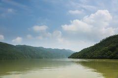 Ο ποταμός τρία Fuchun μικρό τοπίο φαραγγιών Στοκ Εικόνες