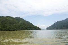 Ο ποταμός τρία Fuchun μικρό τοπίο φαραγγιών Στοκ εικόνα με δικαίωμα ελεύθερης χρήσης