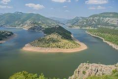 Ο ποταμός Arda είναι ο μεγαλύτερος ποταμός Rhodope Προέρχεται από την αιχμή Ardin Ο ποταμός έχει το εξαιρετικά όμορφο curvesm Στοκ Εικόνες