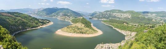 Ο ποταμός Arda είναι ο μεγαλύτερος ποταμός Rhodope Προέρχεται από την αιχμή Ardin Ο ποταμός έχει το εξαιρετικά όμορφο curvesm Στοκ φωτογραφία με δικαίωμα ελεύθερης χρήσης