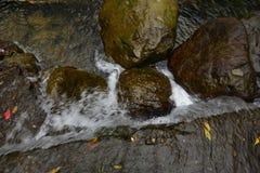 Ο ποταμός debouches σε μια ευρεία πεδιάδα Στοκ φωτογραφία με δικαίωμα ελεύθερης χρήσης