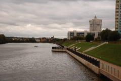 Ο ποταμός ina θορίου  για τους περιπάτους Στοκ φωτογραφία με δικαίωμα ελεύθερης χρήσης