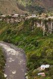Ο ποταμός Pastaza και η μικρή πόλη Banos στον Ισημερινό Στοκ Εικόνες