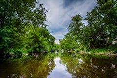 Ο ποταμός Piscataquog, στο Μάντσεστερ, Νιού Χάμσαιρ στοκ εικόνα με δικαίωμα ελεύθερης χρήσης