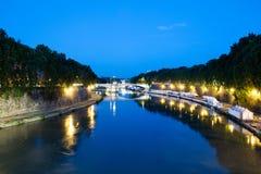 Ο ποταμός Tiber τή νύχτα στη Ρώμη Στοκ Φωτογραφία
