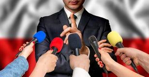Ο πολωνικός υποψήφιος μιλά στους δημοσιογράφους - έννοια δημοσιογραφίας στοκ φωτογραφία με δικαίωμα ελεύθερης χρήσης