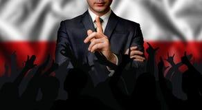 Ο πολωνικός υποψήφιος μιλά στο πλήθος ανθρώπων στοκ φωτογραφία
