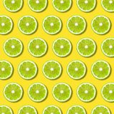 Ο πράσινος ασβέστης τεμαχίζει το σχέδιο στο δονούμενο κίτρινο υπόβαθρο χρώματος ελεύθερη απεικόνιση δικαιώματος
