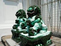 Ο πράσινος νεφρίτης είναι πέτρινο άγαλμα λιονταριών στοκ εικόνες