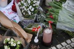 Ο ΠΡΙΓΚΗΠΑΣ HENRIK ΕΙΝΑΙ DEAD_PEOPLE ΤΟΥ ΥΠΟΒΆΛΛΕΙ ΤΑ ΣΈΒΗ Στοκ φωτογραφία με δικαίωμα ελεύθερης χρήσης