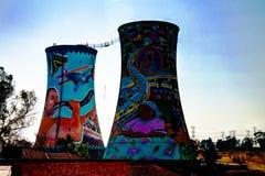 Ο προηγούμενος σταθμός ηλεκτροπαραγωγής, δροσίζοντας πύργος, είναι τώρα θέση για το άλμα ΒΑΣΕΩΝ Στοκ Εικόνες