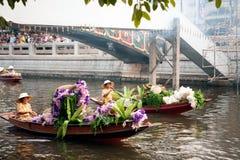 Ο προμηθευτής πωλεί στην αγορά floatig, Μπανγκόκ, Ταϊλάνδη Στοκ εικόνες με δικαίωμα ελεύθερης χρήσης