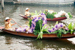 Ο προμηθευτής πωλεί στην αγορά floatig, Μπανγκόκ, Ταϊλάνδη Στοκ Φωτογραφίες