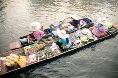 Ο προμηθευτής πωλεί στην αγορά floatig, Μπανγκόκ, Ταϊλάνδη Στοκ Εικόνες