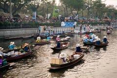Ο προμηθευτής πωλεί στην αγορά floatig, Μπανγκόκ, Ταϊλάνδη Στοκ Φωτογραφία