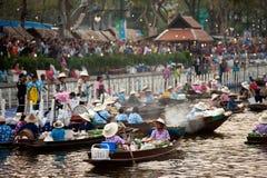 Ο προμηθευτής πωλεί στην αγορά floatig, Μπανγκόκ, Ταϊλάνδη Στοκ Εικόνα