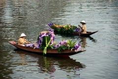 Ο προμηθευτής πωλεί στην αγορά floatig, Μπανγκόκ, Ταϊλάνδη Στοκ εικόνα με δικαίωμα ελεύθερης χρήσης