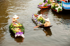 Ο προμηθευτής πωλεί στην αγορά floatig, Μπανγκόκ, Ταϊλάνδη Στοκ φωτογραφία με δικαίωμα ελεύθερης χρήσης