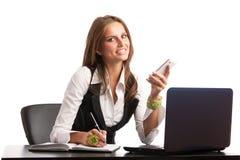 Ο προϊστάμενος - εργασία επιχειρησιακών η secretarry γυναικών Preety στην αρχή είναι Στοκ Εικόνες