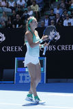 Ο πρωτοπόρος Βικτώρια Azarenka του Grand Slam της Λευκορωσίας γιορτάζει τη νίκη αφότου ανοίγει η στρογγυλή αντιστοιχία 4 σε Αυστρ Στοκ Εικόνα