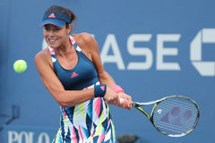 Ο πρωτοπόρος Ana Ivanovic του Grand Slam της Σερβίας στη δράση κατά τη διάρκεια της πρώτης στρογγυλής αντιστοιχίας της στις ΗΠΑ α Στοκ Φωτογραφίες