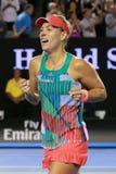 Ο πρωτοπόρος Angelique Kerber του Grand Slam της Γερμανίας γιορτάζει τη νίκη αφότου ανοίγει ο τελικός αγώνας της σε Αυστραλό το 2 Στοκ φωτογραφία με δικαίωμα ελεύθερης χρήσης